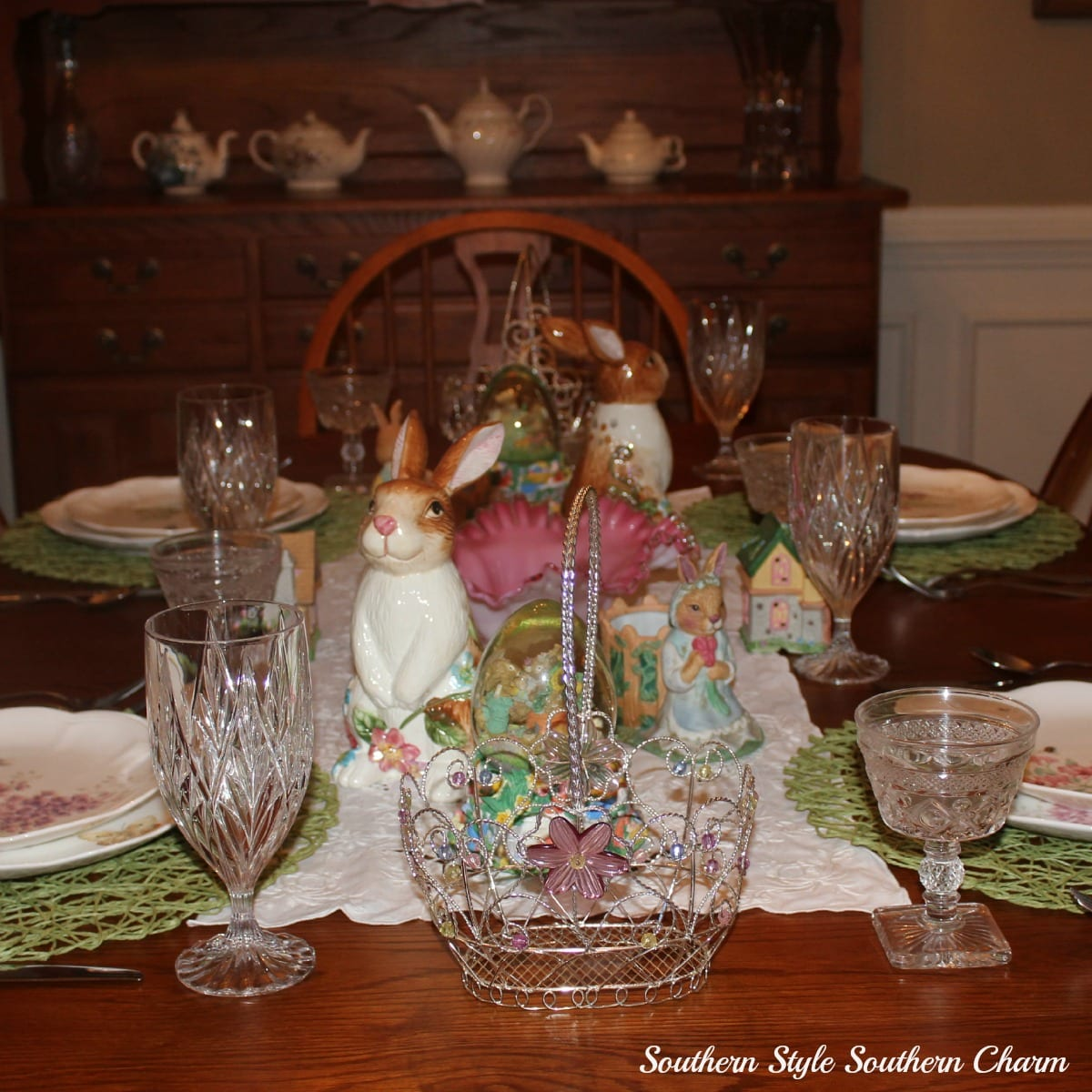 Decorating the dining room table for easter for Easter dinner table decorating ideas